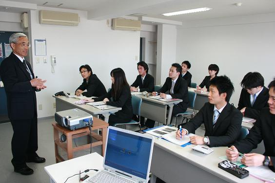 成田航空ビジネス専門学校画像